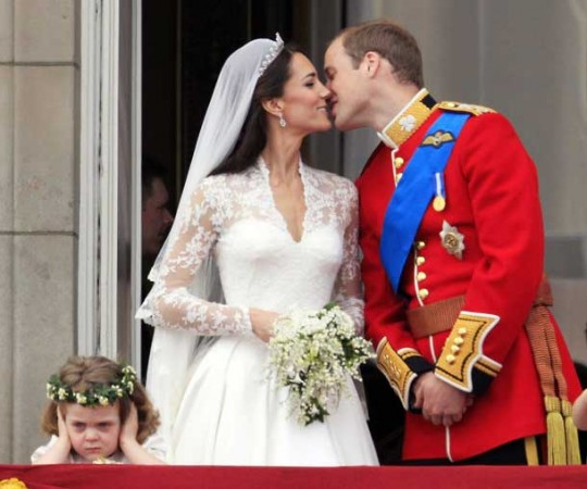 prince william and kate kissing. Prince William was kissing his