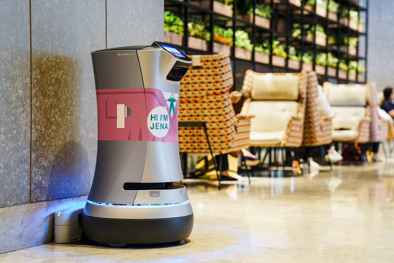 Jena relay robot in Hotel Jen Singapore